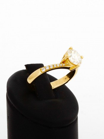 Ring 18 k yellow gold with brilliants with 1,174 ct.