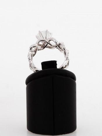 Ring aus 18 K Weißgold mit 1.28ct Brilliant und 100 Brillianten mit 0.77ct