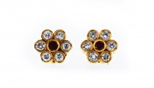 Ear stud flower14 k yellow gold with rubies + brillant cut diamonds ca. 0,23 cts