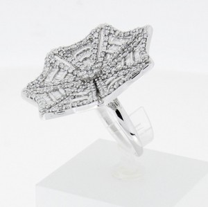 Ring leaf shape 14ct white gold with diamonds total ca.2,1 ct W56
