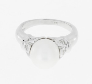 Ring 14 k white gold with fresh water cultured pearl + brilliants ca. 0,35 ct.