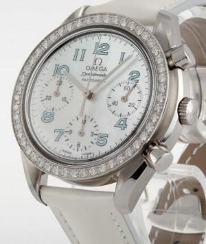 Omega Speedmaster Chronograph mit Brillanten Ref.38157153