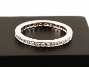 Ring 18 K Weißgold rundum mit Brillanten besetzt 0,25 ct.