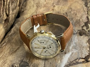 Omega Vintage Chronograph 14 k yellow gold with leather strap
