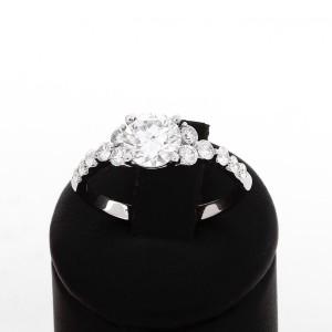 Ring aus 18 K Weißgold mit Diamanten
