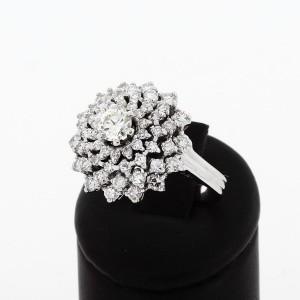 """Ring """"Blume"""" in Weißgold mit 57 Brillanten mit gesamt ca. 2.00 ct."""
