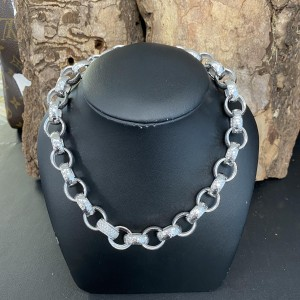 18k Whitegold chain with 160 diamonds ca. 3kt