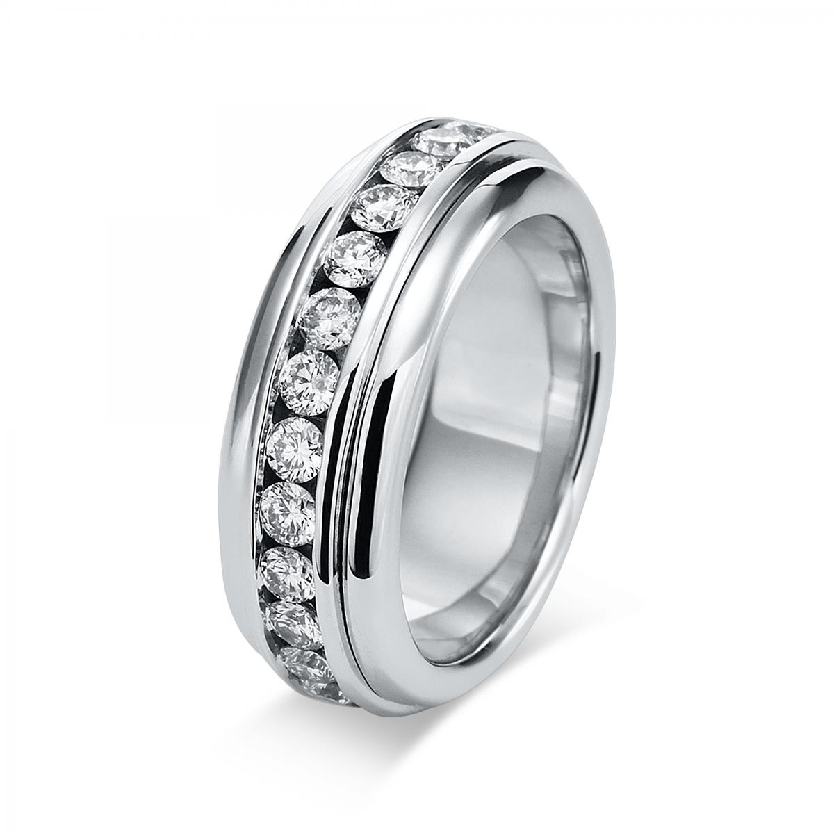 Ring 18 ct white gold with 27 brilliants ca. 2,04 ct, size 56
